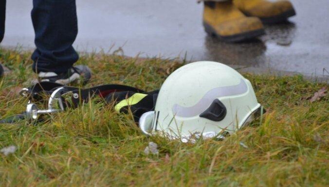 Zolitūdes traģēdijas lieta: Cietusī no grūstošā betona paglābusies zem kases