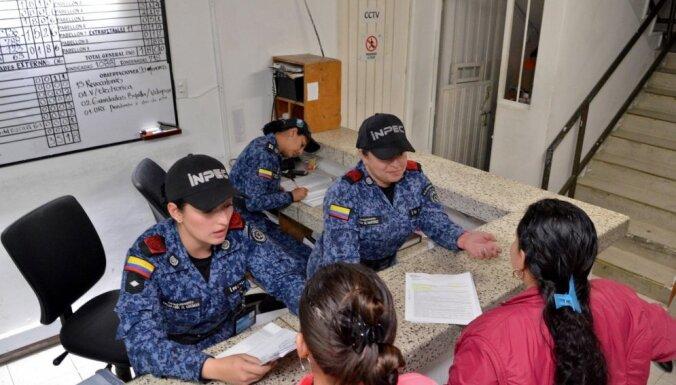 Kolumbijā referendumā noraidīta miera vienošanās ar komunistu kaujiniekiem