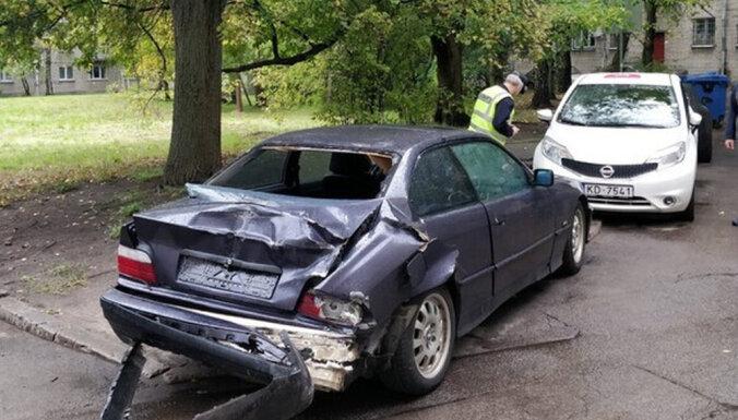 ФОТО: Водитель BMW бросил машину после ДТП