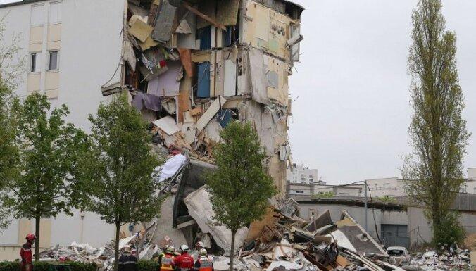 Francijā sabrukusi daudzstāvu dzīvojamā ēka; divi bojāgājušie