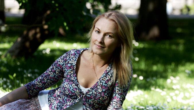 Aktrise Kristīne Nevarauska laidusi pasaulē pirmdzimto