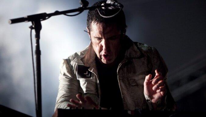 Video: 'Nine Inch Nails' līderis koncerta laikā piezvana smagi slimam fanam