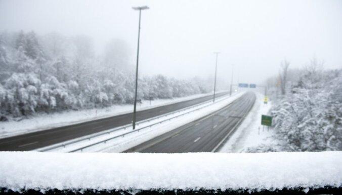 Рига: какие улицы чистят от снега в первую очередь