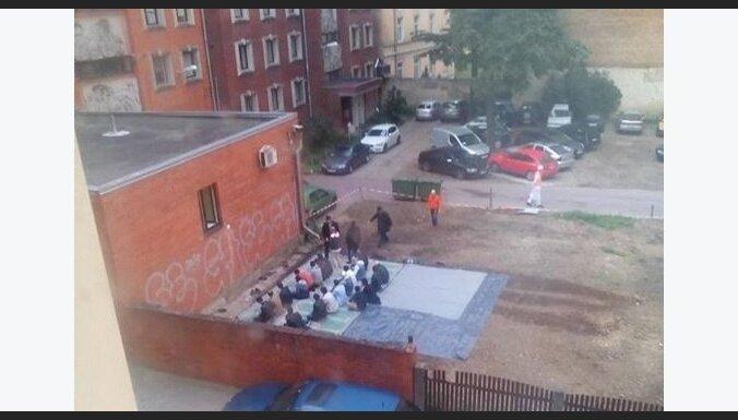 За несанкционированную публичную молитву в Риге мусульманскую общину могут оштрафовать на 2 900 евро