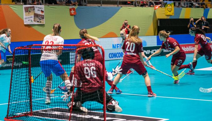 Latvijas florbolistes pasaules čempionātu sāk ar pārliecinošu zaudējumu Čehijai