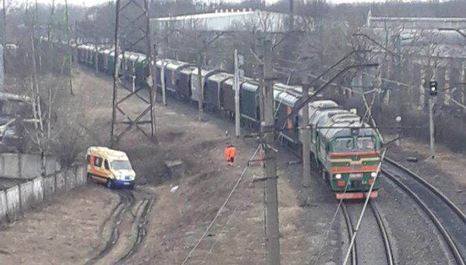 Negadījuma dēļ slēgta dzelzceļa pārbrauktuve pie Matīsa kapiem