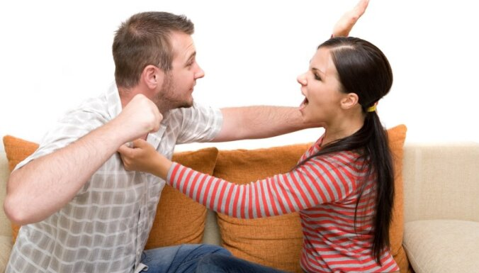"""""""Я — плохая!"""": к каким последствиям приводит ремень, шлепки и крик как """"средство воспитания"""" девочки отцом"""