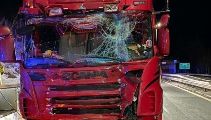 Швейцария: в ДТП повреждены фуры из Латвии и Италии