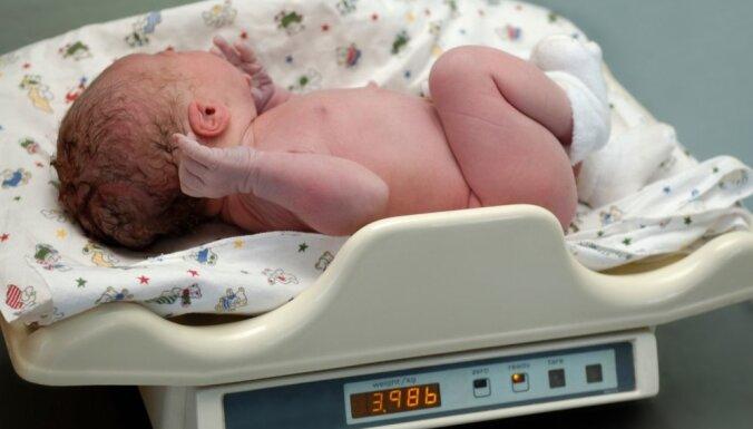 Rīgas Dzemdību namā pērn piedzimuši 5903 mazuļi; zēnu vairāk nekā meiteņu