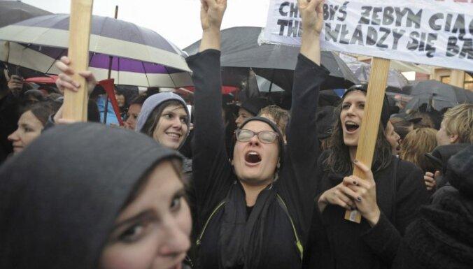 Polijas parlamenta komiteja noraida ieceri par abortu pilnīgu aizliegumu