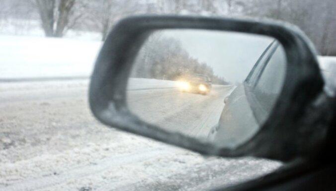 ФОТО: На Елгавском шоссе столкнулись четыре машины, есть пострадавшие