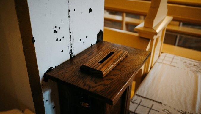 Tukuma luterāņu draudzes grēksūdzes laikā garnadzis aiznes ziedojumu kastīti