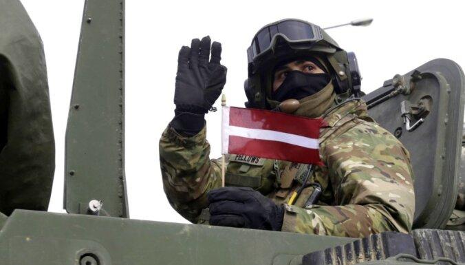 Pret NATO karavīriem Latvijā vērsta ar Covid-19 saistīta dezinformācijas kampaņa, ziņo medijs