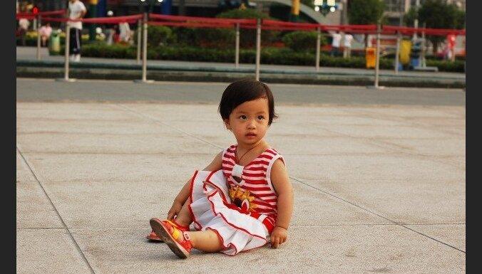 Ķīnā aiztur 600 bērnu tirgotājus