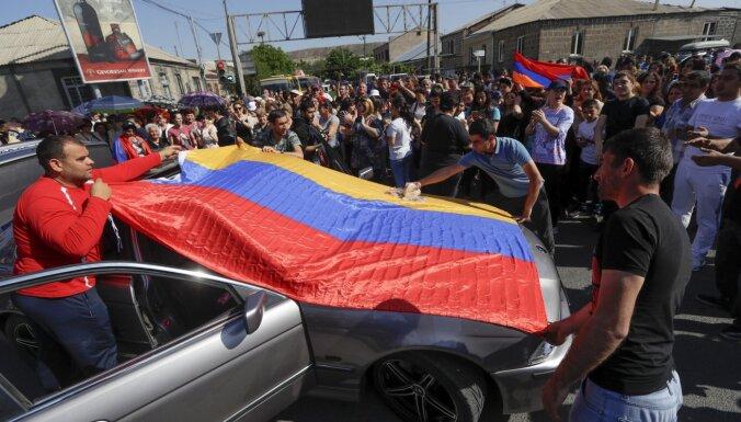 Armēnijas un Azerbaidžānas karš: ar ko puses dodas frontē