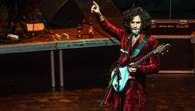 Foto: King Charles koncerts 'Palladium' pulcē fanu pūļus