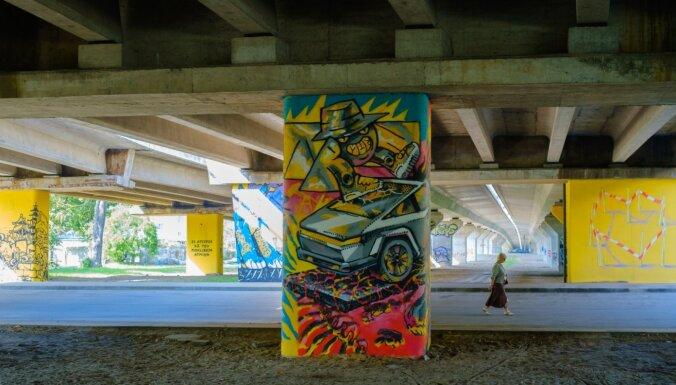 Foto: Ielu māksla Rīgā – Čiekurkalnā tapusi 'Patiltes galerija'