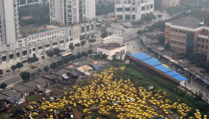 Китайская девочка упала с 26-го этажа небоскреба, а затем поднялась и ушла