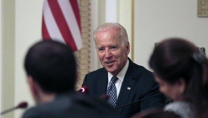 Сенаторы США призывают Байдена выслать 300 дипломатов России
