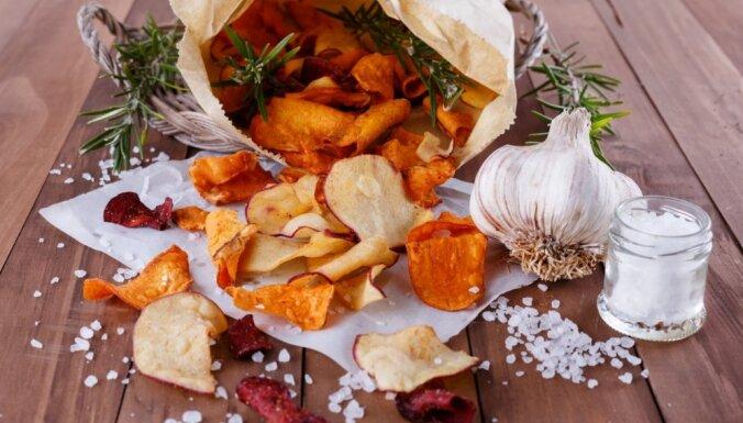Citādāki mājas čipsi – ar ko var aizvietot kartupeli kraukšķīgajā uzkodā