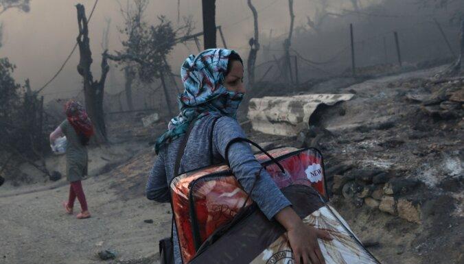 На острове Лесбос дотла сгорел крупнейший в Греции лагерь беженцев