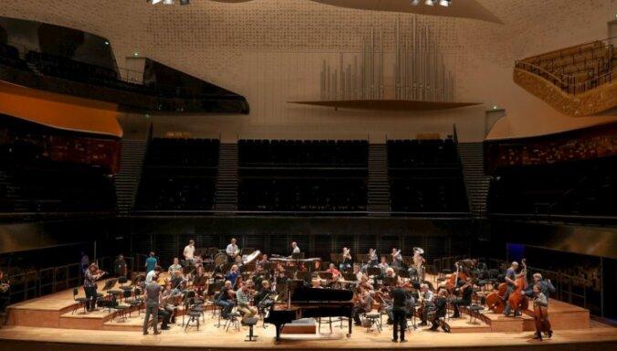 Valsts simtgadei veltītajā koncertturnejā LNSO uzstājās Parīzes filharmonijā
