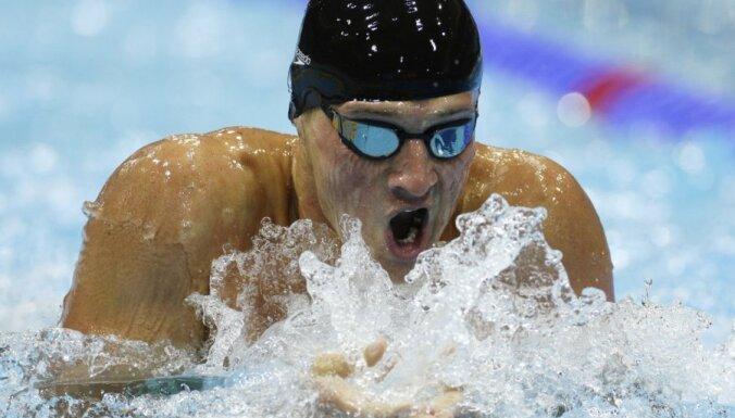 Американский рекордсмен мира подарил свою медаль юному болельщику
