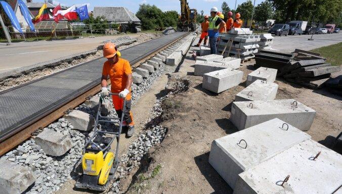 Foto: Sāk atjaunot 2008. gadā slēgto Mažeiķu-Reņģes dzelzceļa posmu