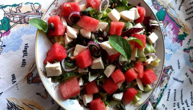 Svaigie un spirdzinošie salāti ar arbūzu