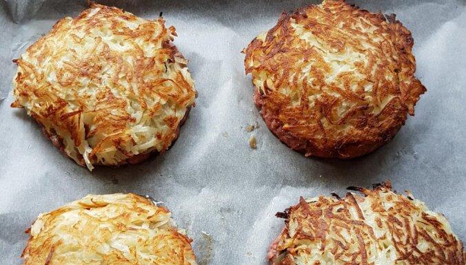 Запеченные картофельные бургеры с мясом и грибами