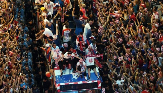 ФОТО: Футболистов сборной Хорватии встретили в Загребе как национальных героев