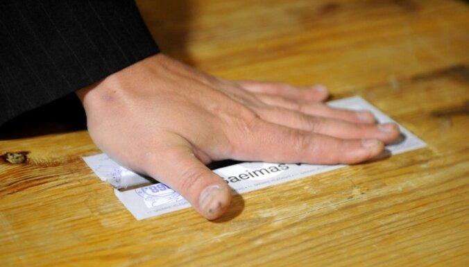 Partijas 11.Saeimas ārkārtas vēlēšanām iztērē gandrīz uz pusi mazāk naudas nekā 2010.gadā (17:23)