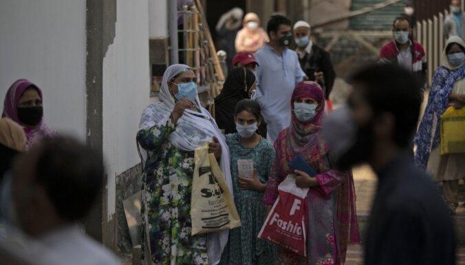 Коронавирус: Евросоюз подал иск против AstraZeneca, Запад спешит на помощь Индии