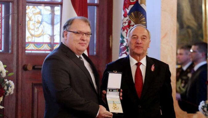 ФОТО: Домбровскис и Демакова получили ордена Трех звезд