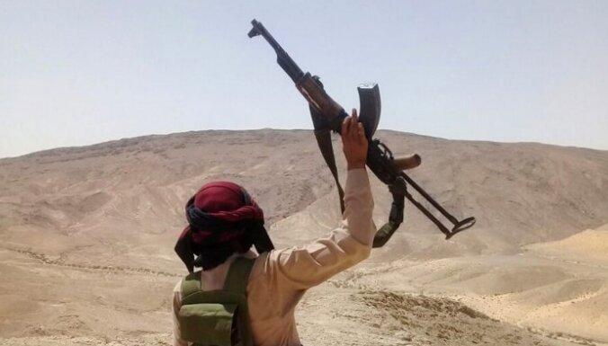 Ēģiptes armija cīņai ar 'Daesh' apbruņo beduīnus