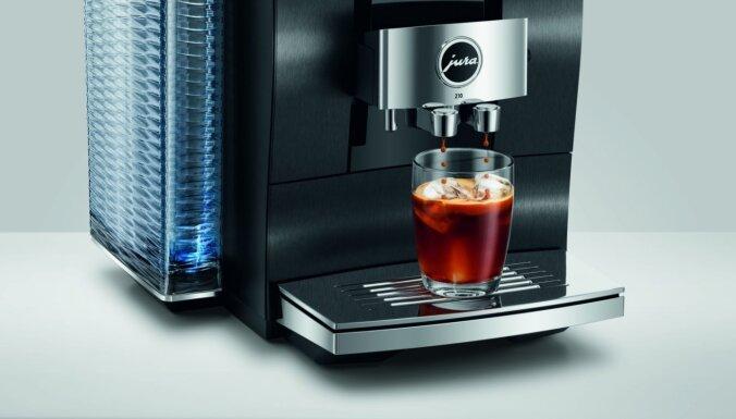 Pavērsiens karsto un auksto kafijas dzērienu pagatavošanā