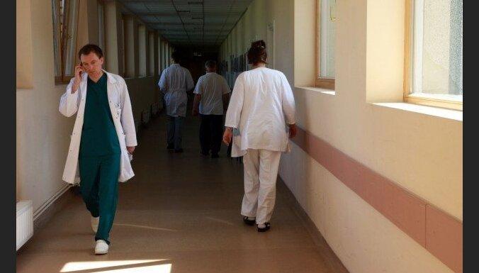 В Латвии стало меньше врачей