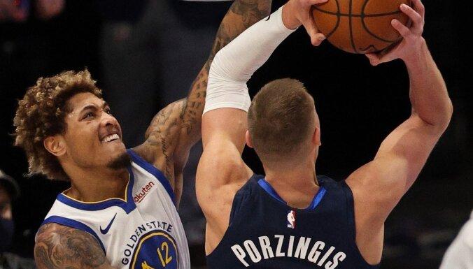 Porziņģim 'double-double'; 'Mavericks' revanšējas 57 punktus guvušajam Karijam un 'Warriors'