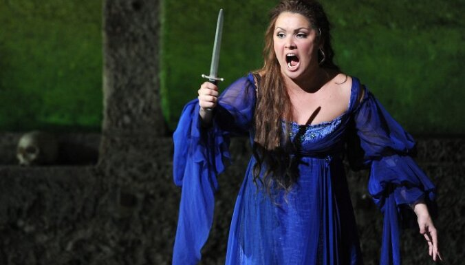 "Anna Netrebko as ""Juliette"" performs during the photo rehearsal of Charles Gounod's ""Romeo et Juliette"" at the Salzburg Festival at the Felsenreitschule, Austria, 07 August 2010. The Opera premiere takes place on 10 August 2010."