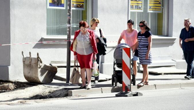 Rīgas ielu remontētājus sodīs par sliktu satiksmes organizēšanu darbu laikā