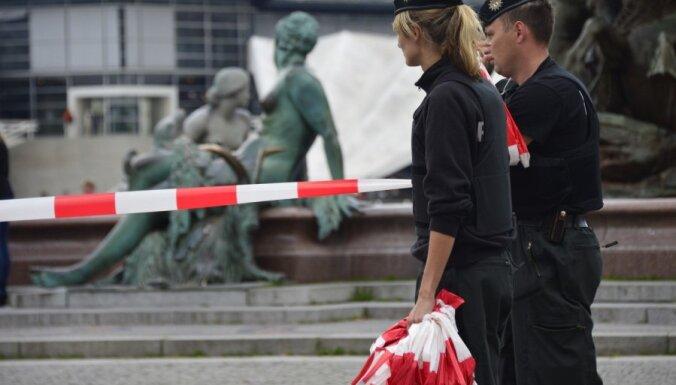 Policija Berlīnē nošauj pliku vīrieti ar nazi