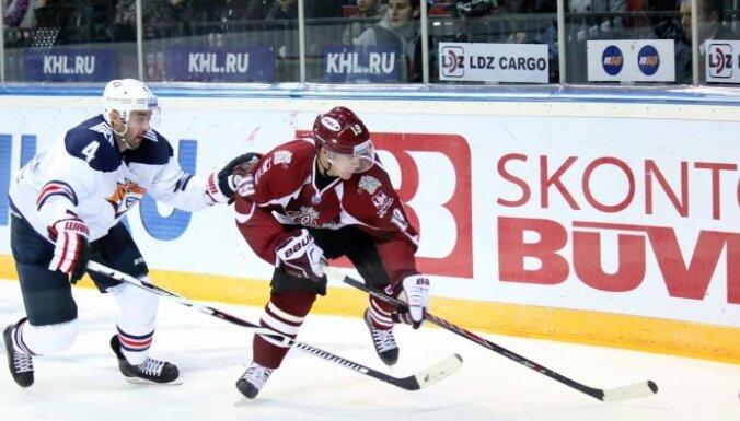 Шайба Микелиса Редлиха — в топ-10 самых красивых голов недели КХЛ