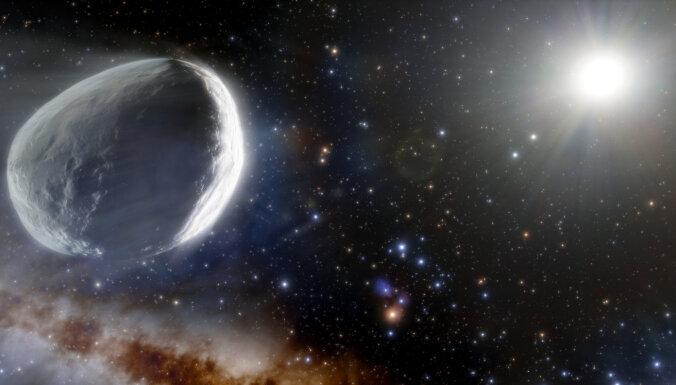 Desmitreiz lielāka par citām – gigantiska komēta atkal apciemos Saules sistēmu