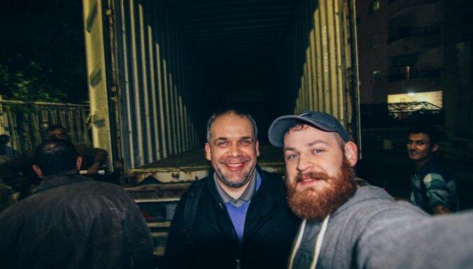 Kā viens foto pamudināja mācītāju lieliem darbiem jeb Rotaļlietu ceļš no Latvijas uz Jordāniju