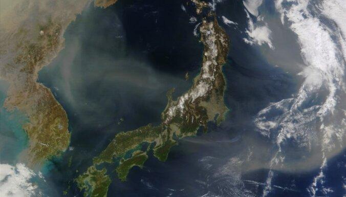 Pēc spēcīgas zemestrīces Japānu sasniedz metru augsts cunami (13:03)