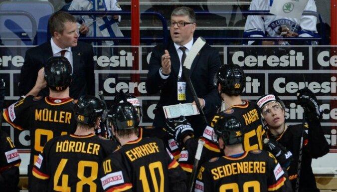 Vācijas hokeja izlases treneris izceļ Latvijas komandas tehnisko pārspēku