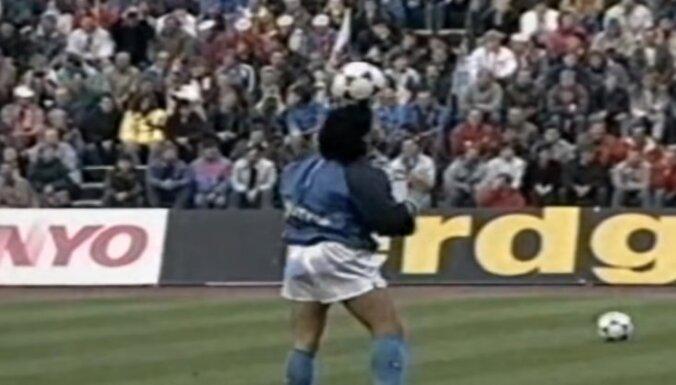 Video: Maradonas filigrānā iesildīšanās iegūst 'otro jaunību'