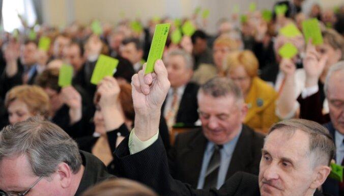 СЗК спас правительство от отставки при голосовании по бюджету-2014