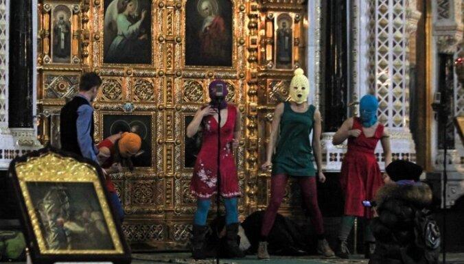 Pareizticīgā Baznīca aicina 'Pussy Riot' meitenes nožēlot izdarīto