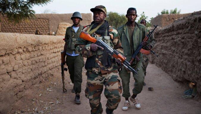 Sadursmēs Mali nogalināti deviņi karavīri